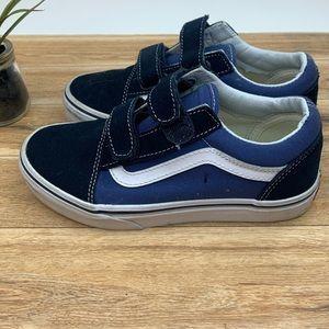 Vans Shoes - Vans Kids Old Skools Sneaker sz 2